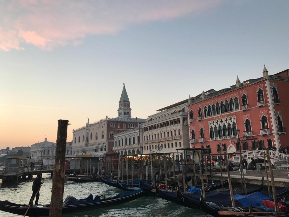 Venezia, una calle tiral'altra