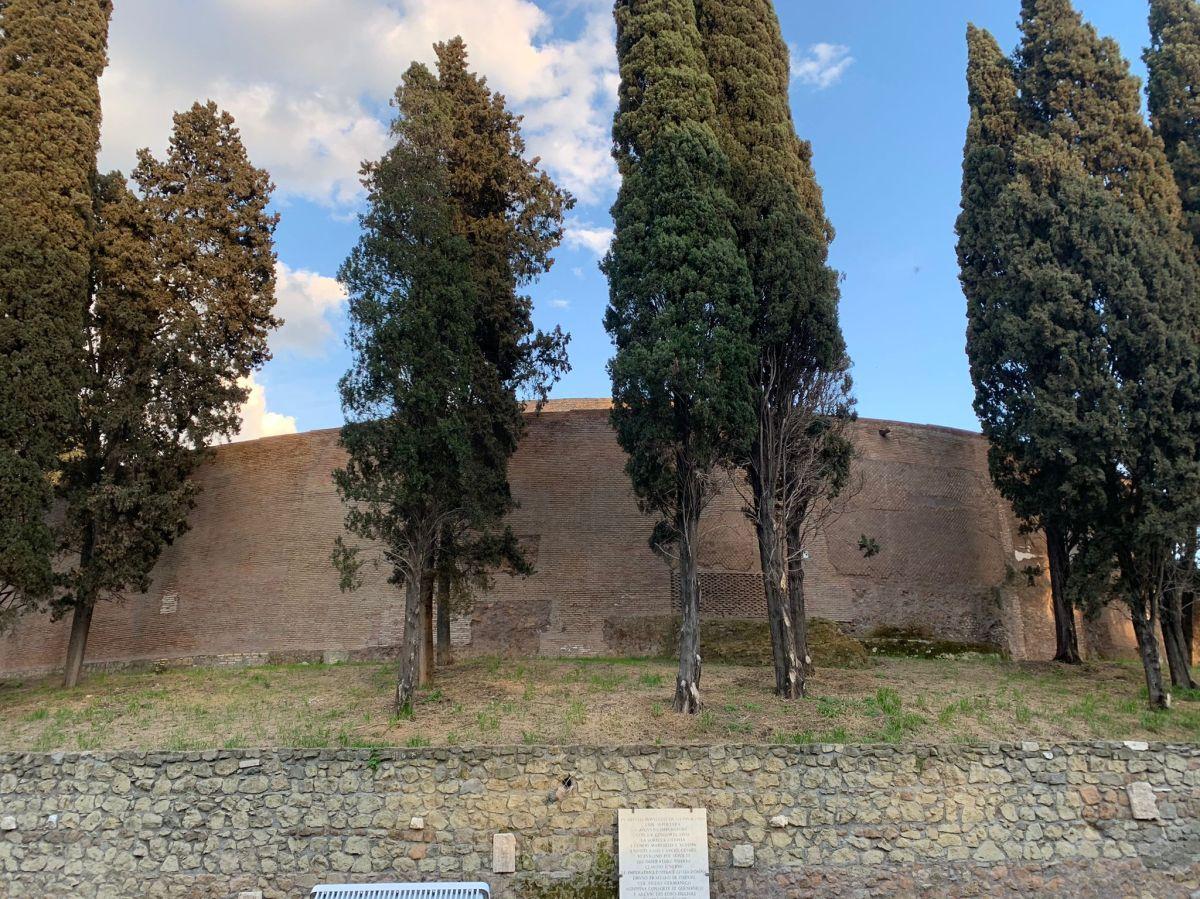 Mausoleo di Augusto: il sepolcro, il teatro, ildegrado