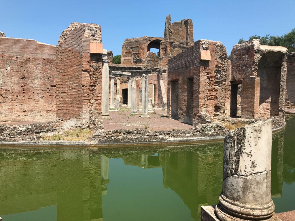 Villa Adriana, tra templi, terme eteatri
